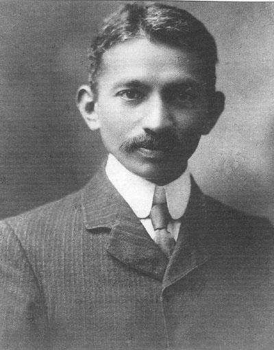 Mahatma Gandhi, 1909 r. (Wikimedia Commons/domena publicza)